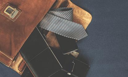 Maroquinerie : serviettes, mallettes en cuir, portefeuille, porte carte
