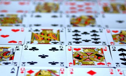 Retrouvez tapis et jeux de cartes : tarot, bridge