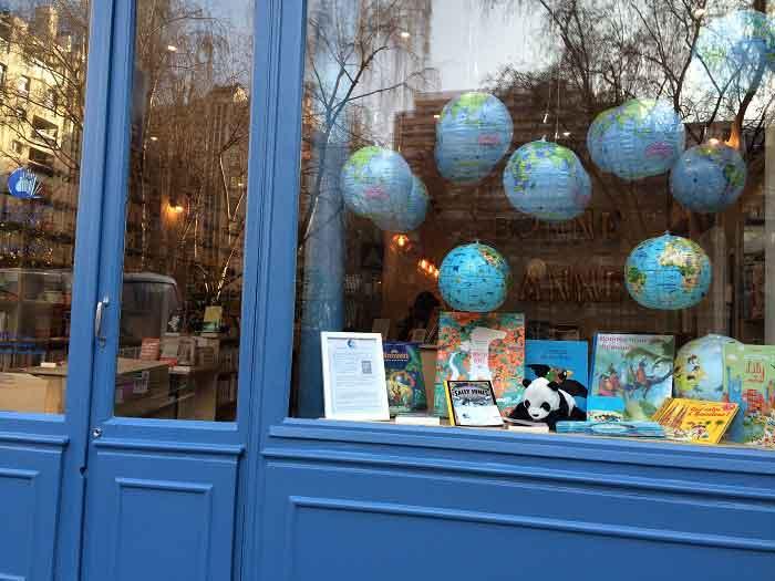 Librairie Comme une orange - Vitrine rue Bayen 75017 Paris