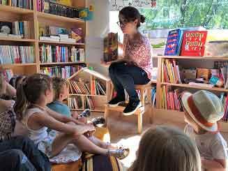 Lecture d'histoires du mercredi à la librairie Comme une orange